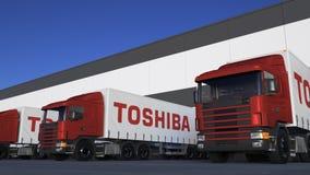 Transporte semi caminhões com carga ou descarregamento do logotipo de Toshiba Corporation na doca do armazém Rendição 3D editoria ilustração do vetor