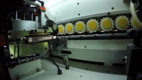 transporte Sistema da correia transportadora para a máquina de transferência do pacote Cruzamento do transporte de rolo vídeos de arquivo