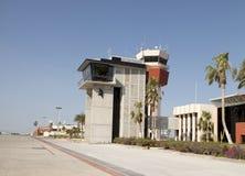 Transporte: Torre de control del aeropuerto Imágenes de archivo libres de regalías