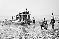 Transporte tradicional del transbordador en la playa Imagen de archivo libre de regalías