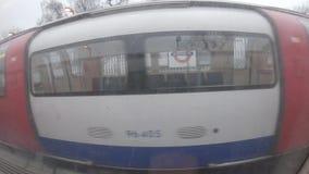 Transporte urbano británico británico subterráneo de la ciudad de la estación de metro de Londres del tren metrajes