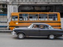 Transporte velho do vintage nas ruas em Cuba Foto de Stock