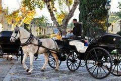 Transporte velho em uma rua em Córdova imagens de stock