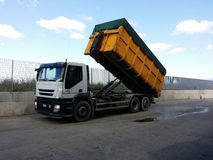 Transporte Waste em uns recipientes Fotografia de Stock Royalty Free