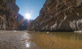 Transporter de rivière sur par radeau Rio Grande Photographie stock libre de droits