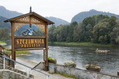 Transporter le port par radeau dans Szczawnica, la Pologne Photos stock