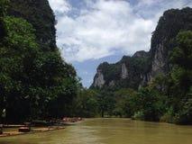 Transporter par radeau en Thaïlande image libre de droits
