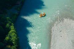 Transporter sur par radeau la rapide de la rivière Sotchi Été 2016 Image stock