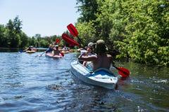 Transporter sur par radeau la rivière de Vorskla Photos stock