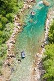 Transporter dans par radeau Montenegro Images libres de droits
