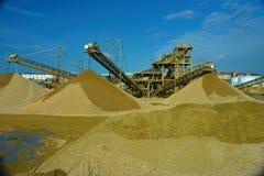 Transportes de classificação da areia e do cascalho imagem de stock royalty free
