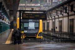 Transportes modernos da cidade Comboio de passageiros imagens de stock royalty free