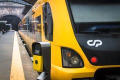 Transportes modernos da cidade Comboio de passageiros foto de stock royalty free