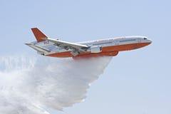 Transporteur aérien du camion-citerne DC-10 Photos stock