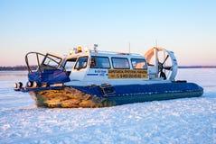 Transporteur d'aéroglisseur au remblai de Volga en Samara, Russie Images stock