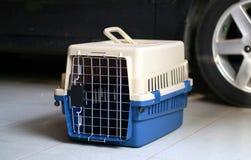 Transporteur d'animal familier images stock