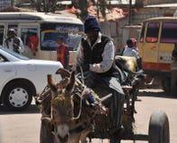 Transporteur d'eau sur la rue Hargeisa. Image libre de droits