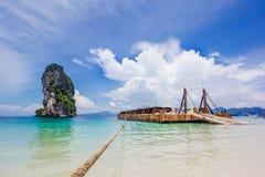 Transporteur de buld de coupure sur la belle plage photographie stock