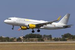 Transporteur espagnol bon marché Vueling A320 Photographie stock libre de droits