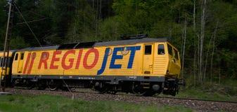 Transporteur réglé RegioJet de rail se dirigeant à l'ubochňa de ½ d'Ä photos stock