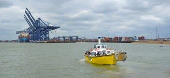 Transportez en bac à travers l'estuaire de la rivière Orwell de Felixstowe Photo stock