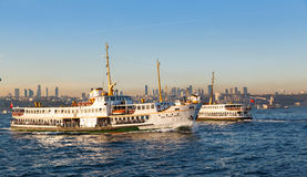 Transportez en bac du pilier pour s'accoupler, le 12 septembre 2016 à Istanbul photo libre de droits
