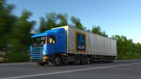 Transportez semi le camion avec le logo d'Aldi conduisant le long du chemin forestier Rendu 3D éditorial Images libres de droits