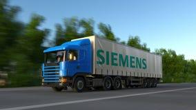 Transportez semi le camion avec le logo de Siemens conduisant le long du chemin forestier Rendu 3D éditorial Photographie stock libre de droits