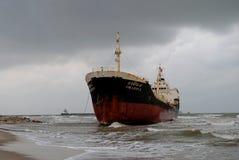Transportez-vous avec la cargaison sur le canal de Kiel, Allemagne Photos libres de droits