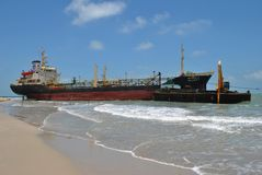 Transportez-vous avec la cargaison sur le canal de Kiel, Allemagne Images stock