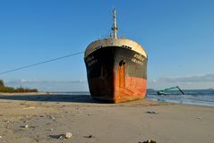 Transportez-vous avec la cargaison sur le canal de Kiel, Allemagne Images libres de droits