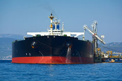 Transportez-vous avec la cargaison sur le canal de Kiel, Allemagne Image libre de droits