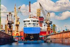 Transportez-vous dans le dock sec Images libres de droits