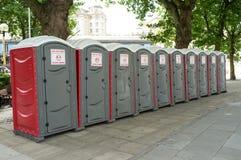Transportierbare Toiletten lizenzfreie stockfotografie