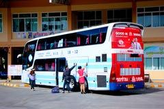 Transportieren Sie kein 18-12 vom Sombattour-Firmenbus Stockbilder