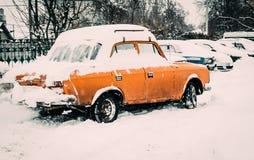Transportrohr in der Stadt Schwere Schneefälle Lizenzfreie Stockfotografie
