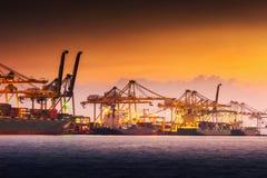 Transportu i zakupy logistyki ładowniczy dok śmiertelnie , zbiornika import i eksport denny frachtowy transport przemysłowy , fotografia royalty free