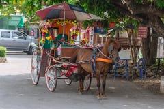 Transportunterzeichnung Kelang Nakorn Lampang Lampang, letzte Provinz im Thailand-Service-Pferdewagen Lizenzfreie Stockfotografie