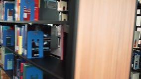 Transportwagen in der Bibliothek stock footage
