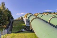 Transportwasser durch Rohre Stockbilder