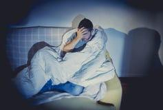 Transtorno mental ou depressão de sofrimento de vista doente nova do homem Fotografia de Stock