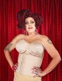 Transvestit i gördel arkivbilder