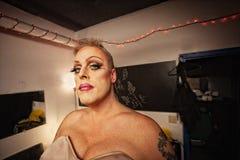 Transvestit i loge Royaltyfri Bild