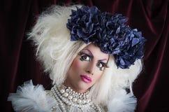 Transvestit med spektakulär makeup som är glamorös Arkivbilder
