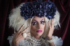 Transvestit med spektakulär makeup som är glamorös royaltyfria foton