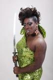 Transvestit med svärd Arkivbild