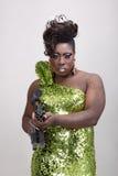 Transvestit med trycksprutan Arkivbild