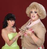 Transvestit och kvinna med Martini arkivbilder
