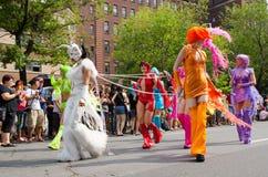 Transvestit på gaypriden Arkivfoton