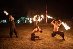 Transylvania średniowieczny festiwal w Rumunia, plucie, płomienia miotacz, Pożarnicza odsapka zdjęcia stock